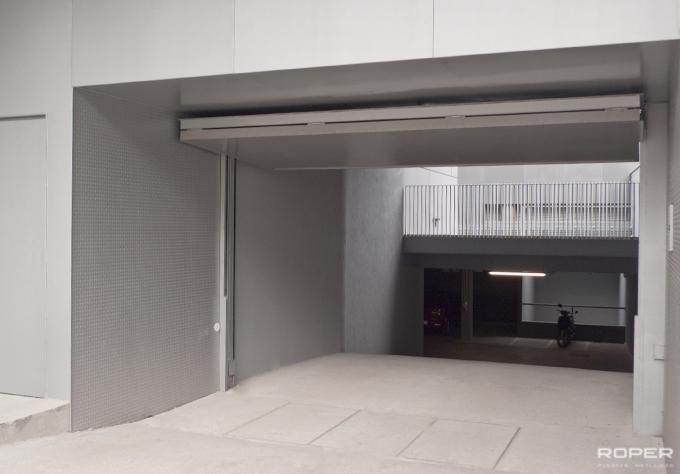 Porte de garage basculante communautaire roper for Puertas abatibles garaje