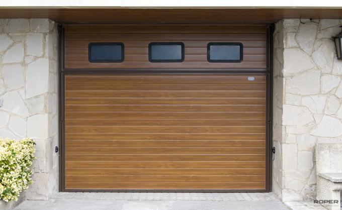 Puerta de garaje basculante 2 hojas residencial roper - Puertas roper maliano ...